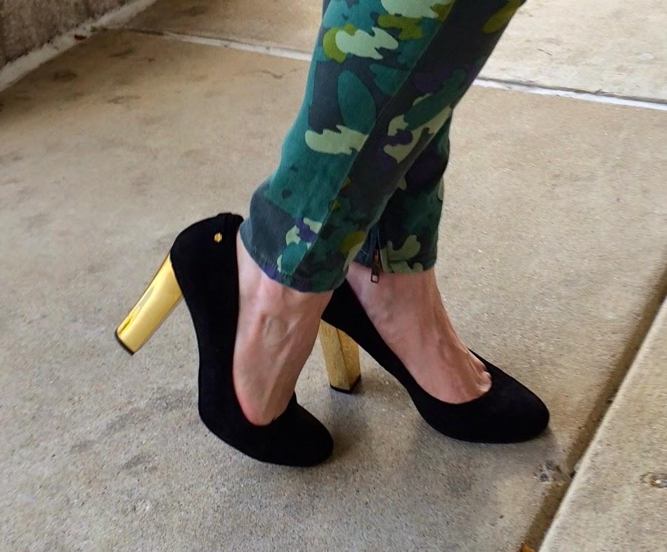 black-pumps-with-gold-heel
