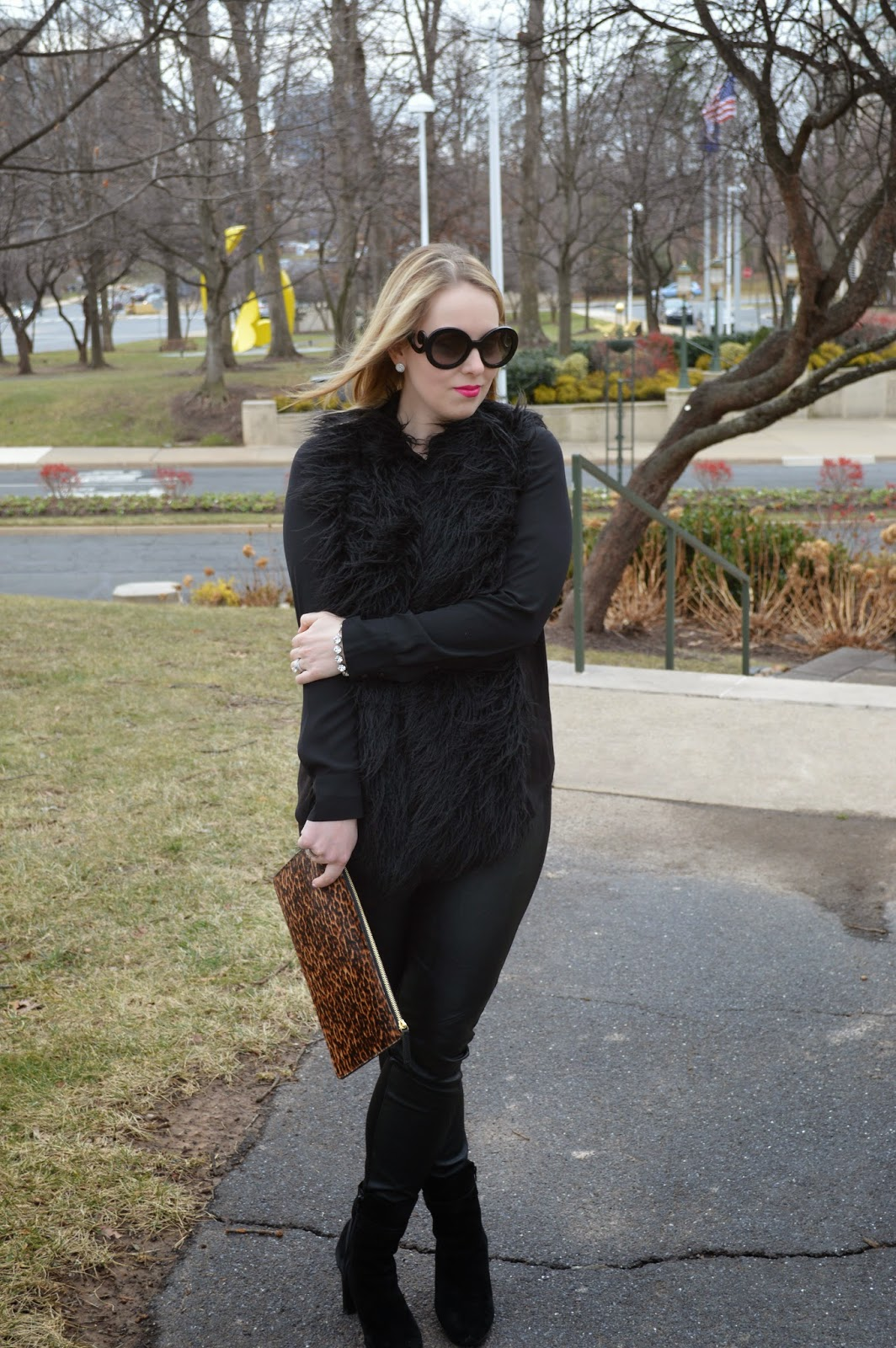 all-black-winter-look