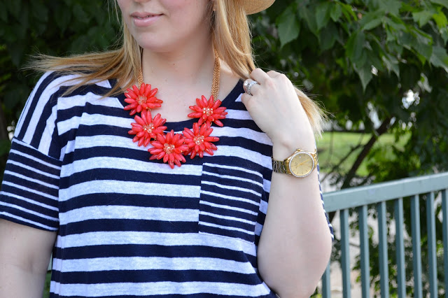 happiness-boutique-red-flower-necklace