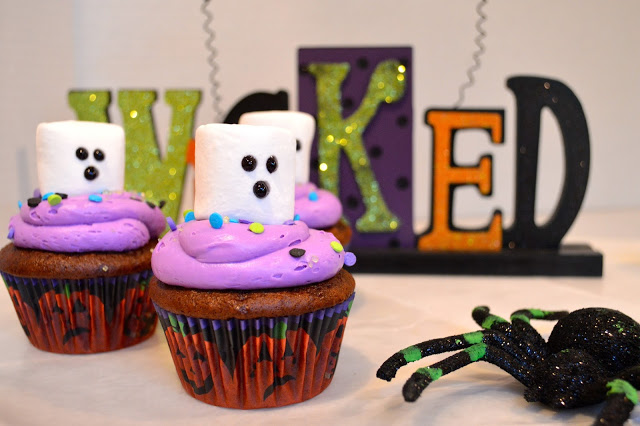 ghost-halloween-cupcakes