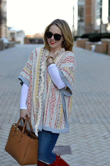 how-to-wear-poncho-in-spring