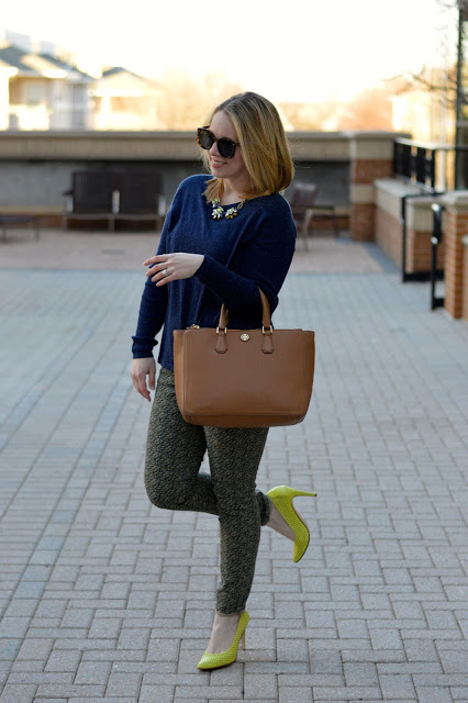 how-to-wear-citron-and-navy