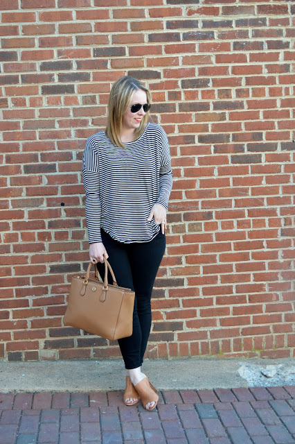striped-tee-black-jeans-outfit