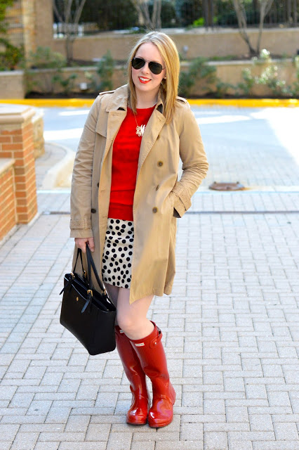 trench-coat-hunter-boots-outfit