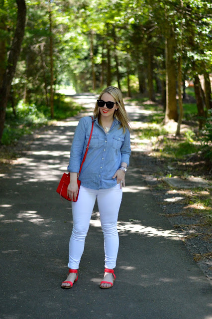 chambray-shirt-outfit-ideas