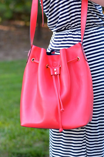 red-bucket-bag-outfit