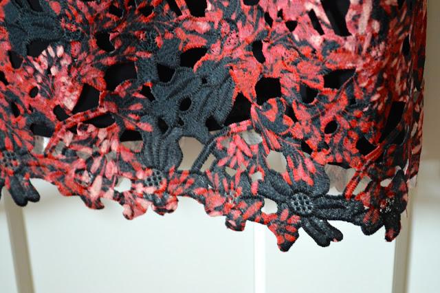 dress-lace-details