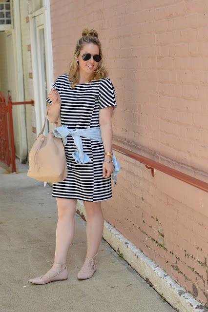 casual-stripe-dress-outfit-idea