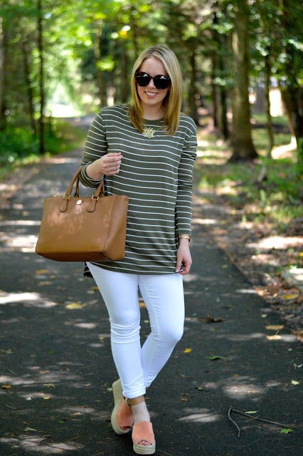 how-to-wear-white-jeans-in-fall
