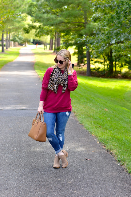 fall-outfit-ideas-leopard-scarf