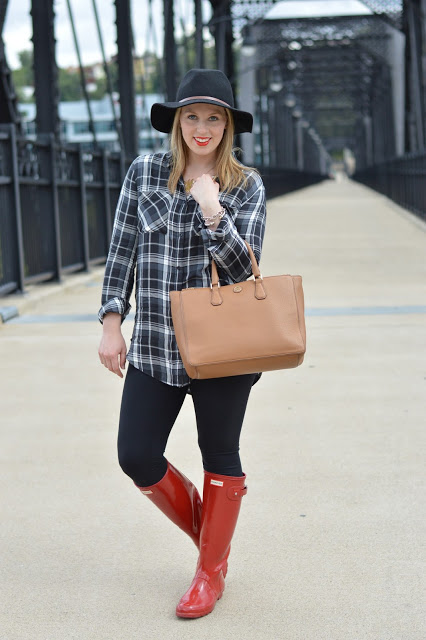 tory-burch-tote-outfit