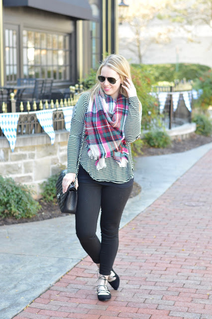 casual-fall-outfit-idea-blanket-scarves