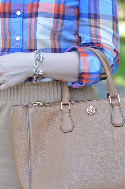 tory-burch-camel-tote-outfit