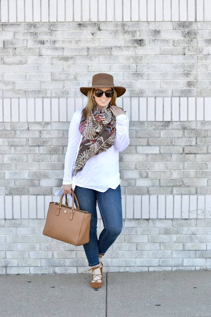 cute-fall-outfit-with-scarf-idea