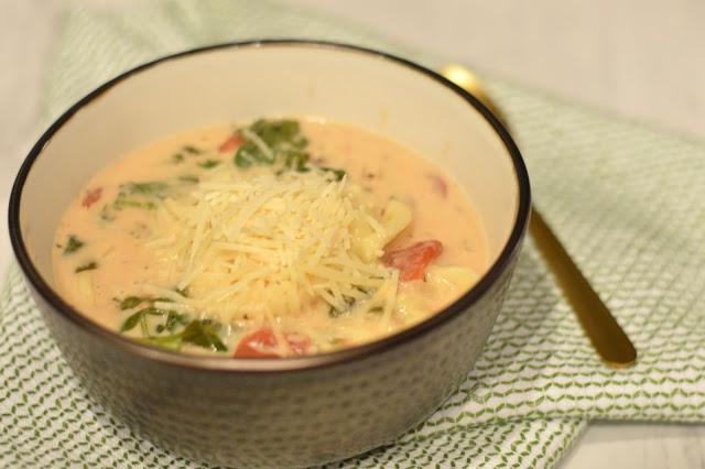 spinach-mushroom-tortellini-crockpot-soup