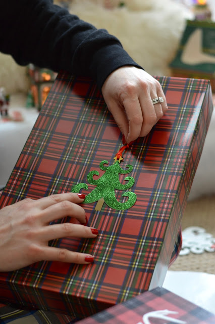 plaid-wrapping-paper-christmas