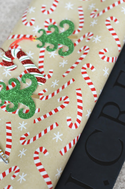 christmas-candy-cane-wrapping-paper