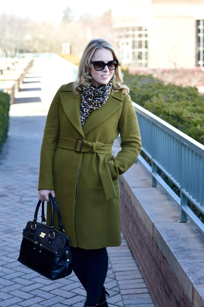green-coat-with-leopard-outfit