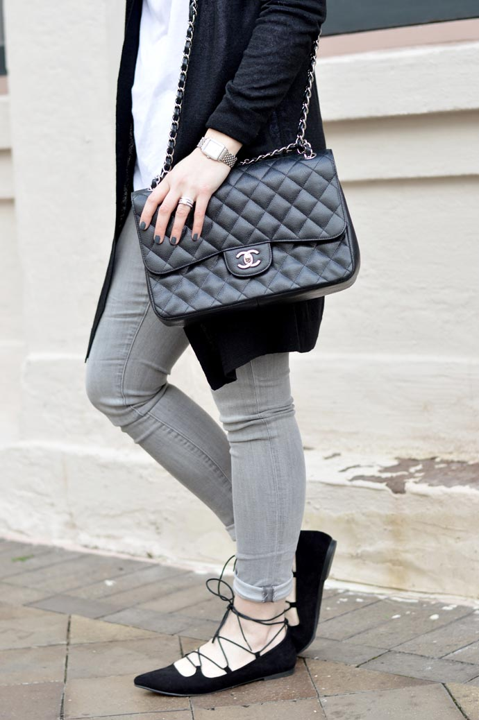 grey-jeans-outfit-idea