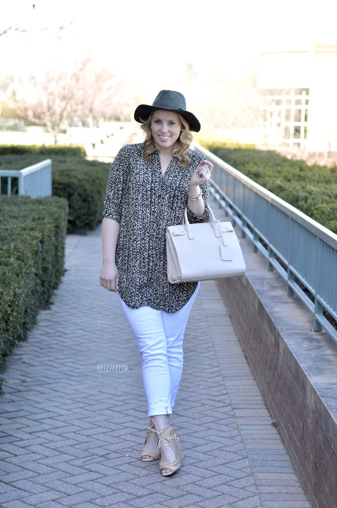 spring outfit idea white jeans