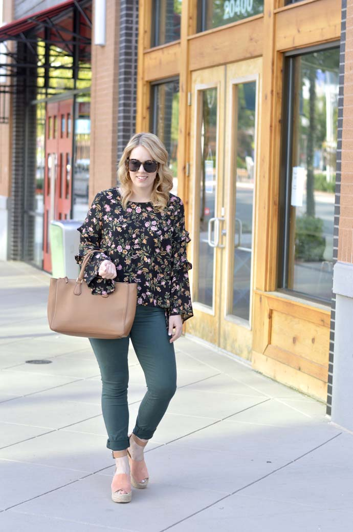 floral blouse and green jeans outfit