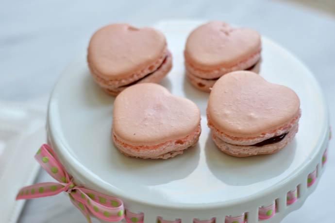 heart shaped macarons